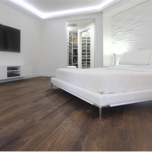White Hardwood Floors Logo
