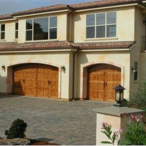 Platinum Garage Doors Logo