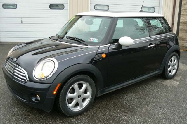 2009 MINI COOPER WITH A PANORAMIC SUNROOF!
