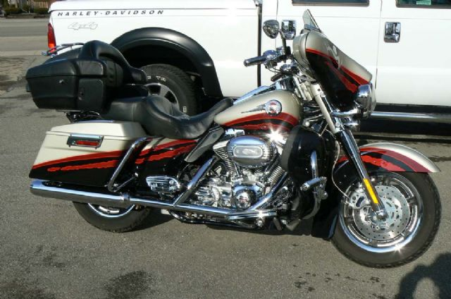 "2006 HARLEY DAVIDSON ""SCREAMIN' EAGLE"" FLHTCUSE"