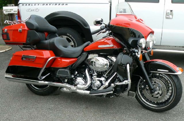 2010 HARLEY ULTRA LIMITED - FLHTK - LOW MILES!