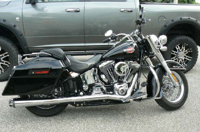 2006 SOFTAIL DELUXE....ABSOLUTELY SPOTLESS!