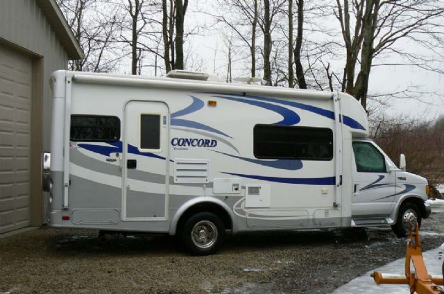2005 COACHMEN CONCORD 235SO - LOW MILES!