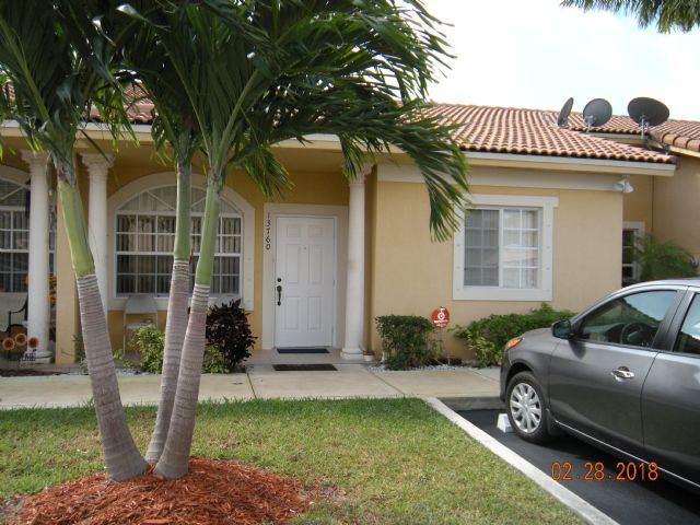 Stunning 3/2 One Story Townhouse Villa. Kendall