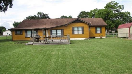 Move in to this 3 Bedroom Home in Bridge City!