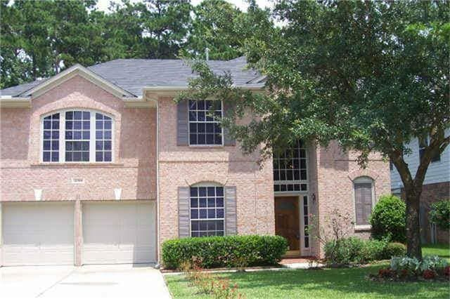 Pretty house 4BR 2 story near lake for Rent.