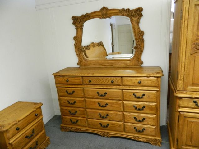 Oakwood Interiors Bedroom Set Acanthus Collection
