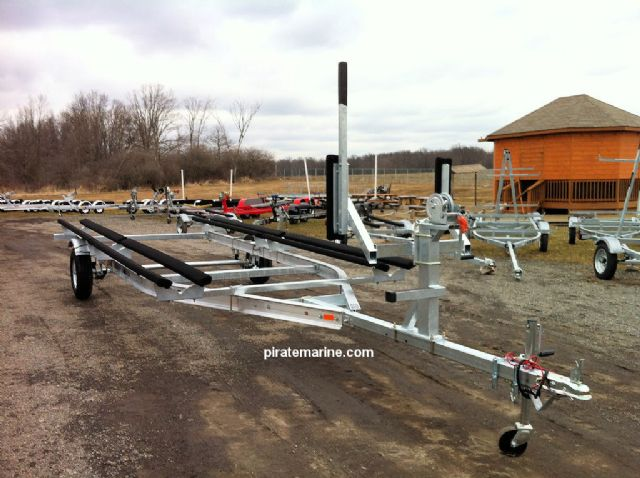 Single and dual axle aluminum pontoon trailers