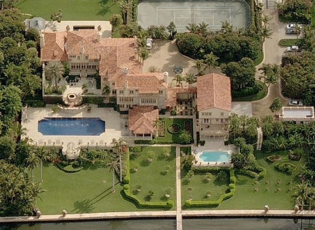 One of the beautifil billionaire mansions of Palm Beach, FL