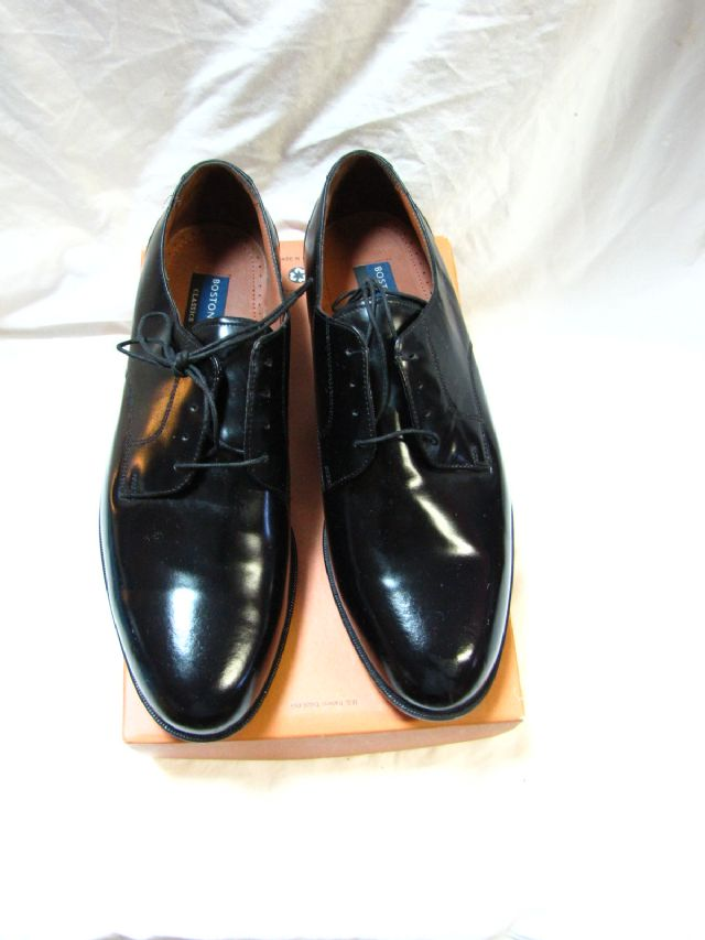 Mens dress shoes size 14D
