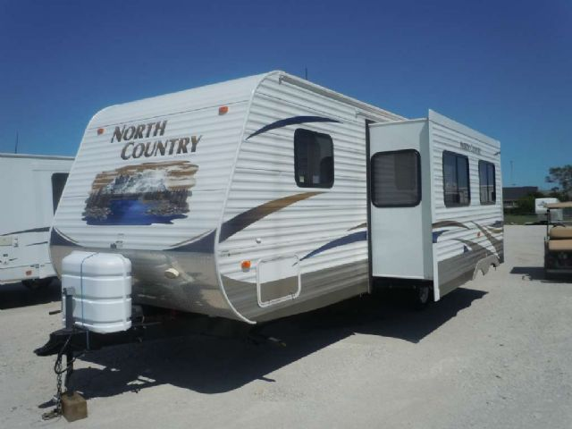 2011 NORTH COUNTRY 27FT. TRAVEL TRAILER