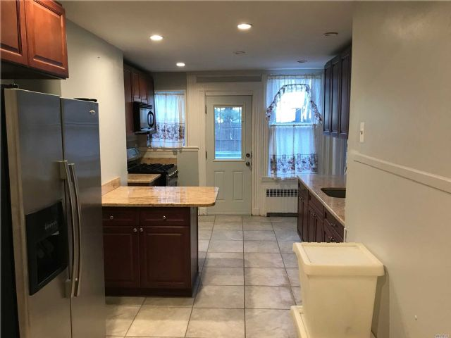 ID# *1304443 Renovated 3 Bedroom Apartment