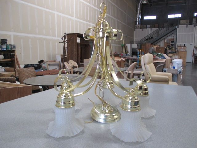 Beautiful Chandelier!! Like New Condition!