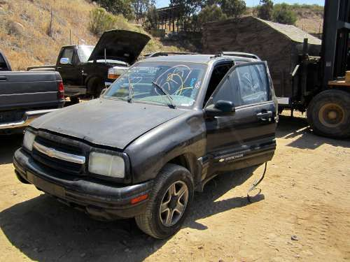 For Parts: 2003 CHEVROLET TRACKER