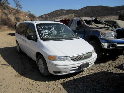 For Parts: 1996 Chrysler Town and Country