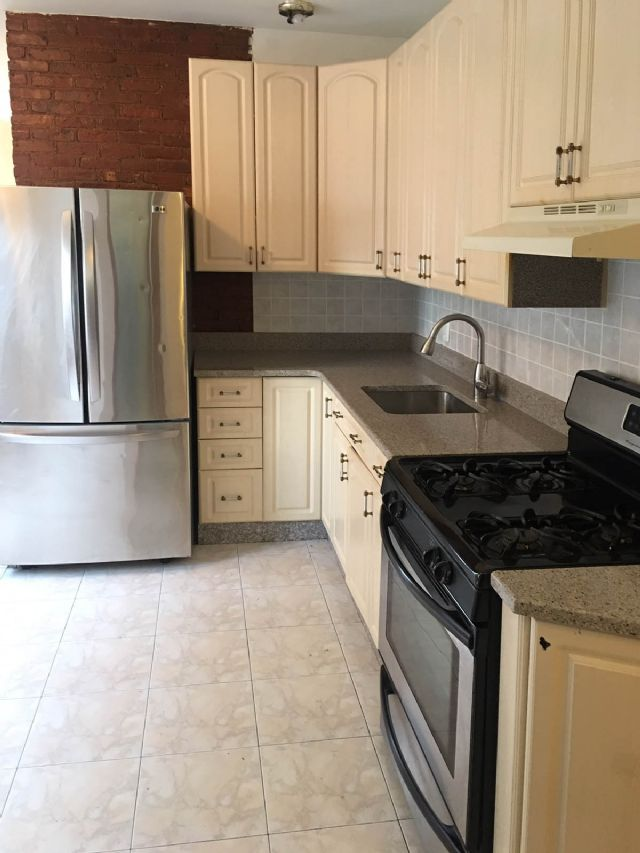 PRIME DYKER HEIGHTS 1000SF 3 BEDROOM APARTMENT
