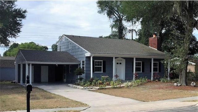 Lakeland, FL - 4BR/2BA Home with FIREPLACE