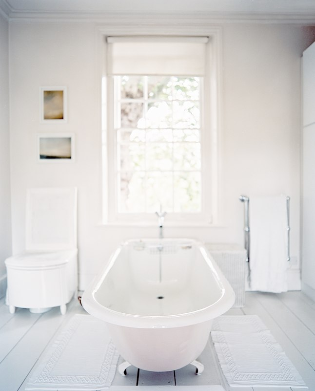 http://s3.amazonaws.com/Lonnymag/decorate/bathrooms/194203-7-05%20copy/194203-7-05%20copy.jpg?disposition=download