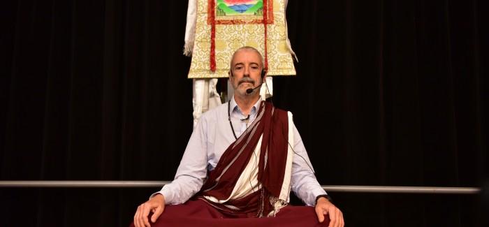 Lama meditando 3 700x325