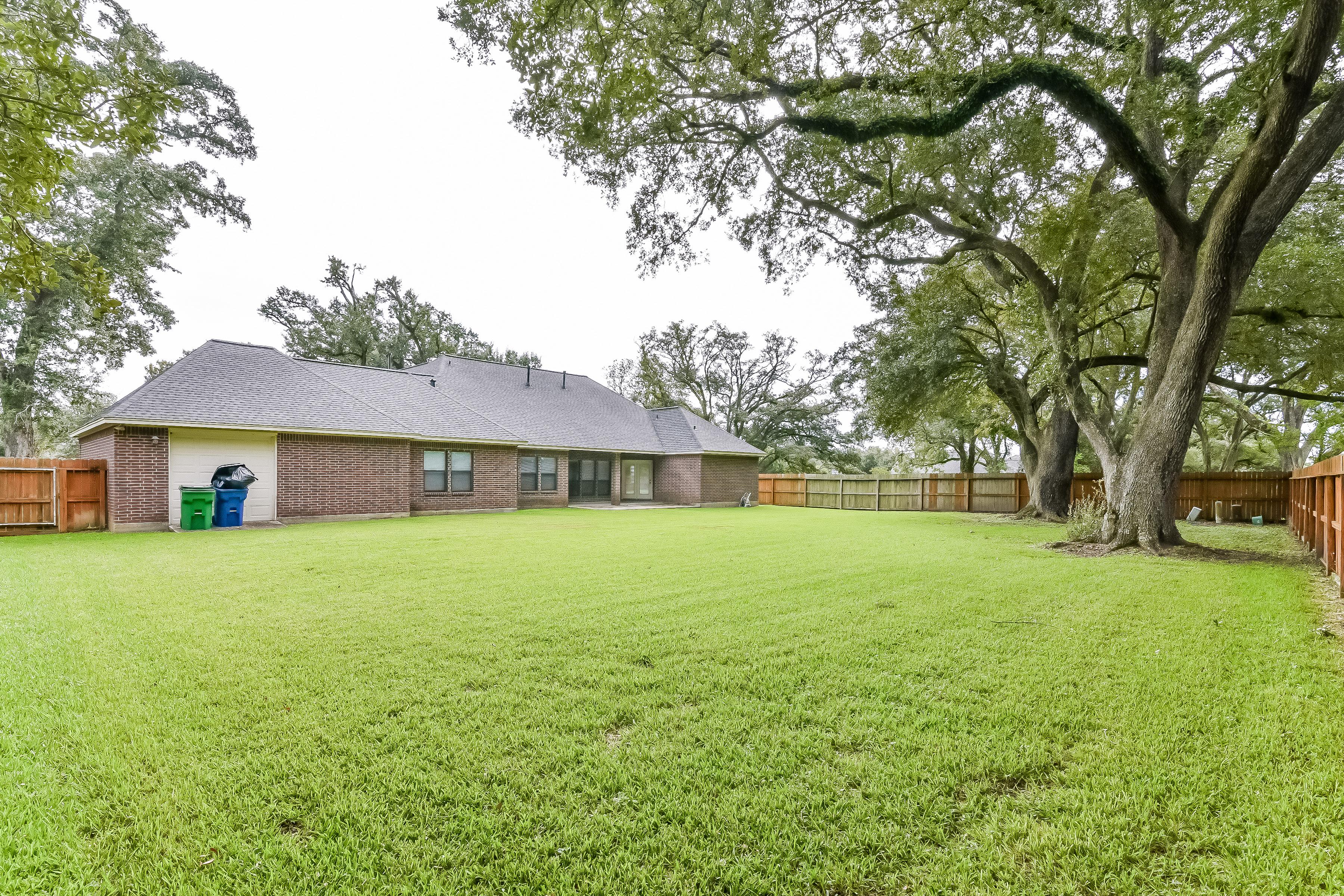 Photo of 805 Heritage Oaks Dr, Angleton, TX, 77515