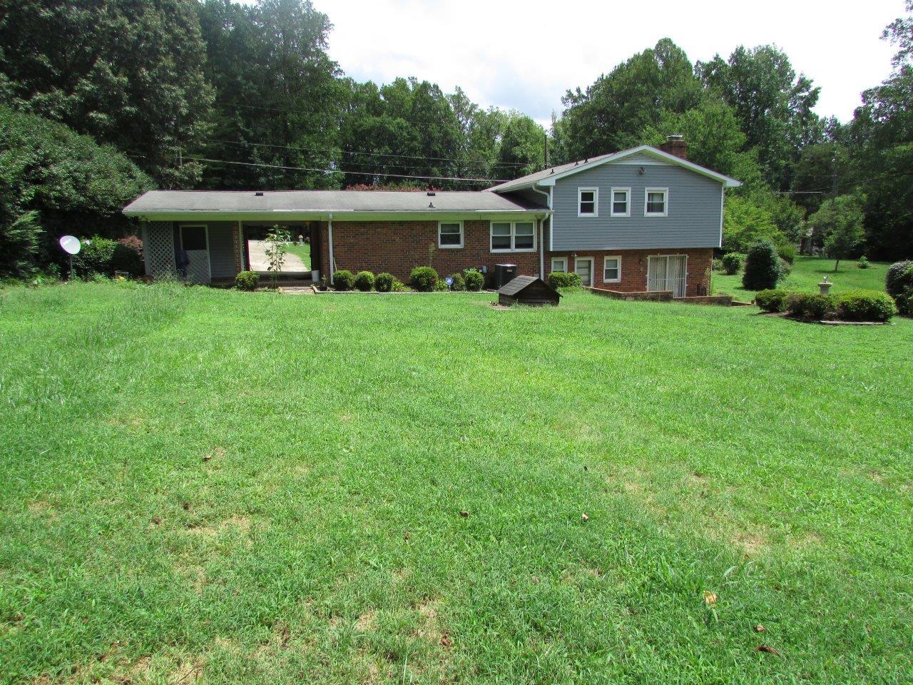 Photo of 1618 Brannock Dr, Greensboro, NC, 27406
