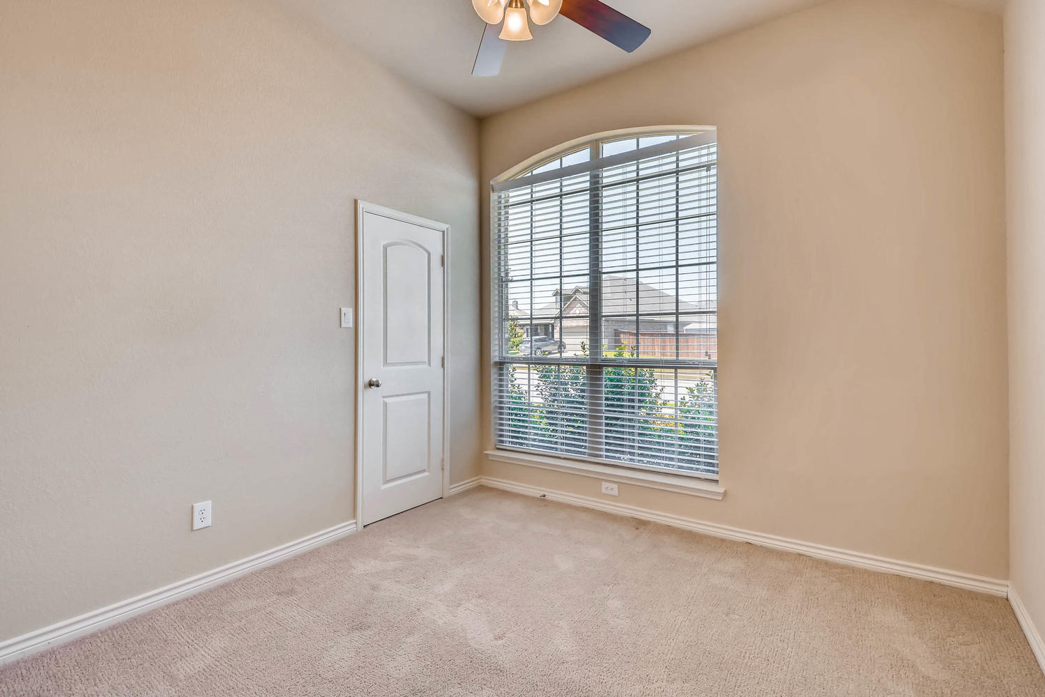 Photo of 460 Commonwealth Drive, Saginaw, TX, 76179