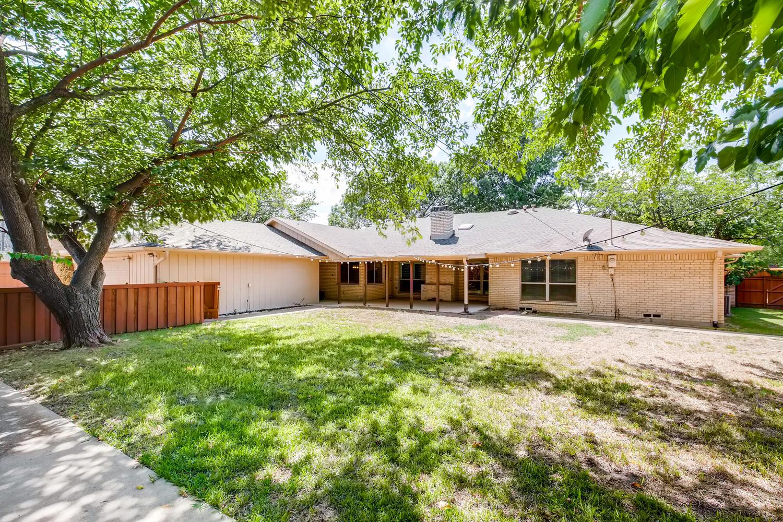 Photo of 14108 Edgecrest Dr, Dallas, TX, 75254