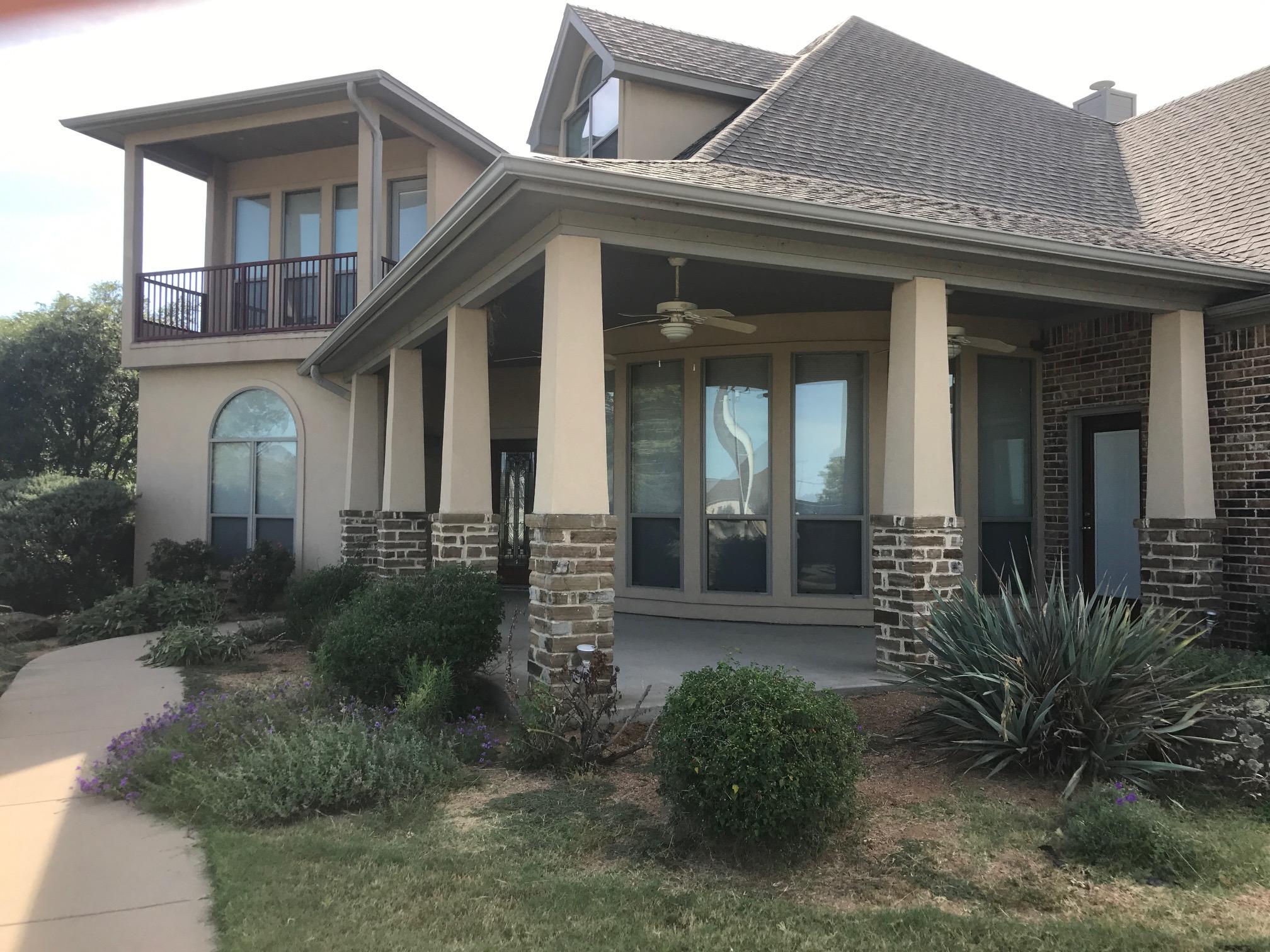 Photo of 108 Lakeshore Drive, Waxahachie, TX 75165
