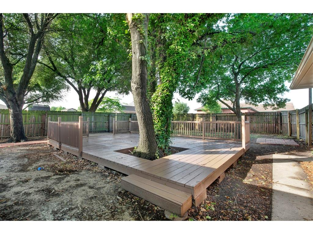 Photo of 100 Hacienda Drive, Waxahachie, TX, 75165