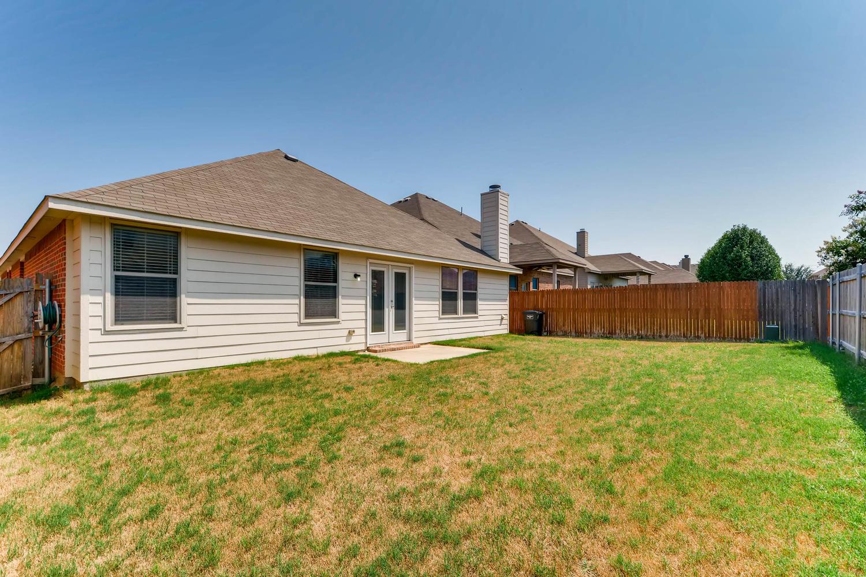 Photo of 3968 Hollow Lake Road , Roanoke , TX , 76262