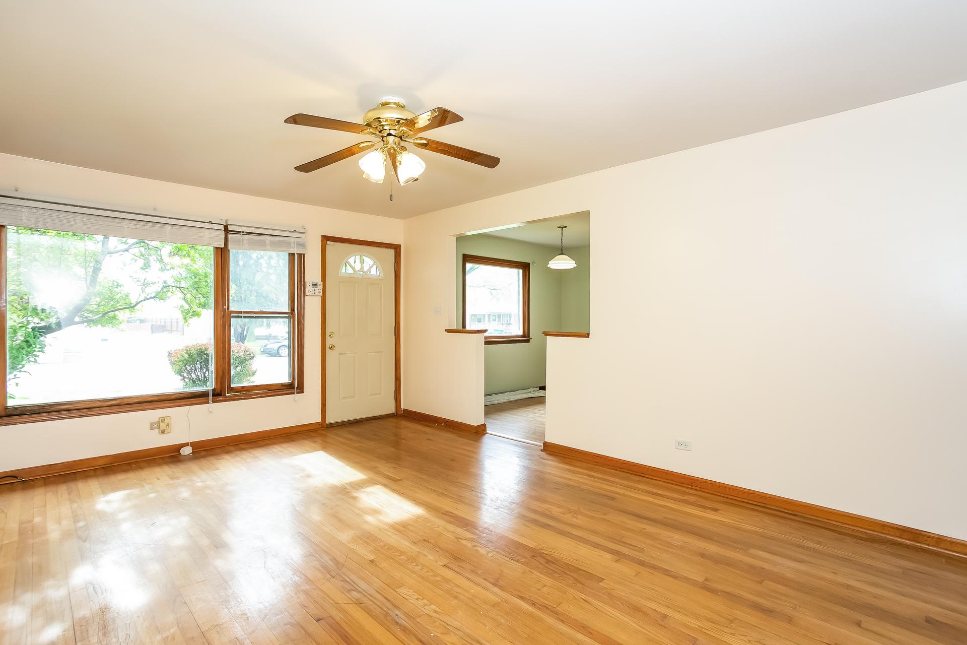 Photo of 7504 Latrobe Avenue, Burbank, IL 60459