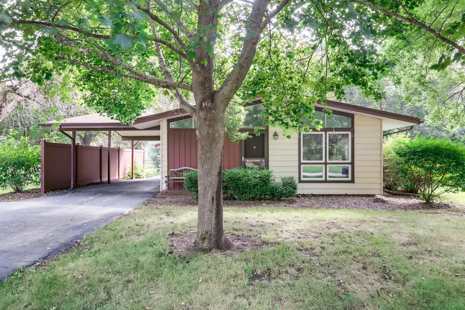 Photo of 30477 N Oak Grove Ave, Libertyville, IL, 60048