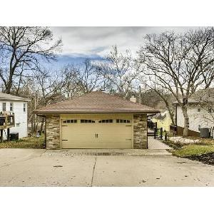 Home for rent in Lake Waukomis, MO