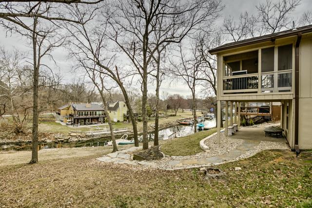 Photo of 615 N Shore Dr, Lake Waukomis, MO, 64151