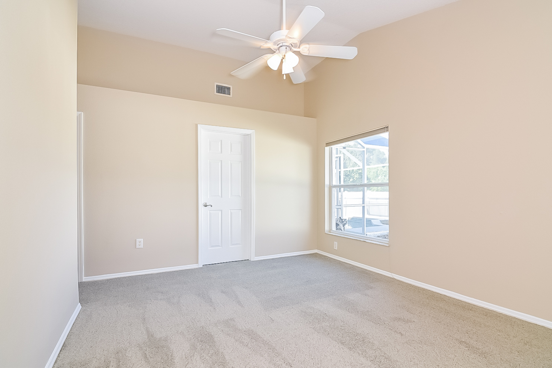 Photo of 10016 Colonnade Drive, Tampa, FL, 33647