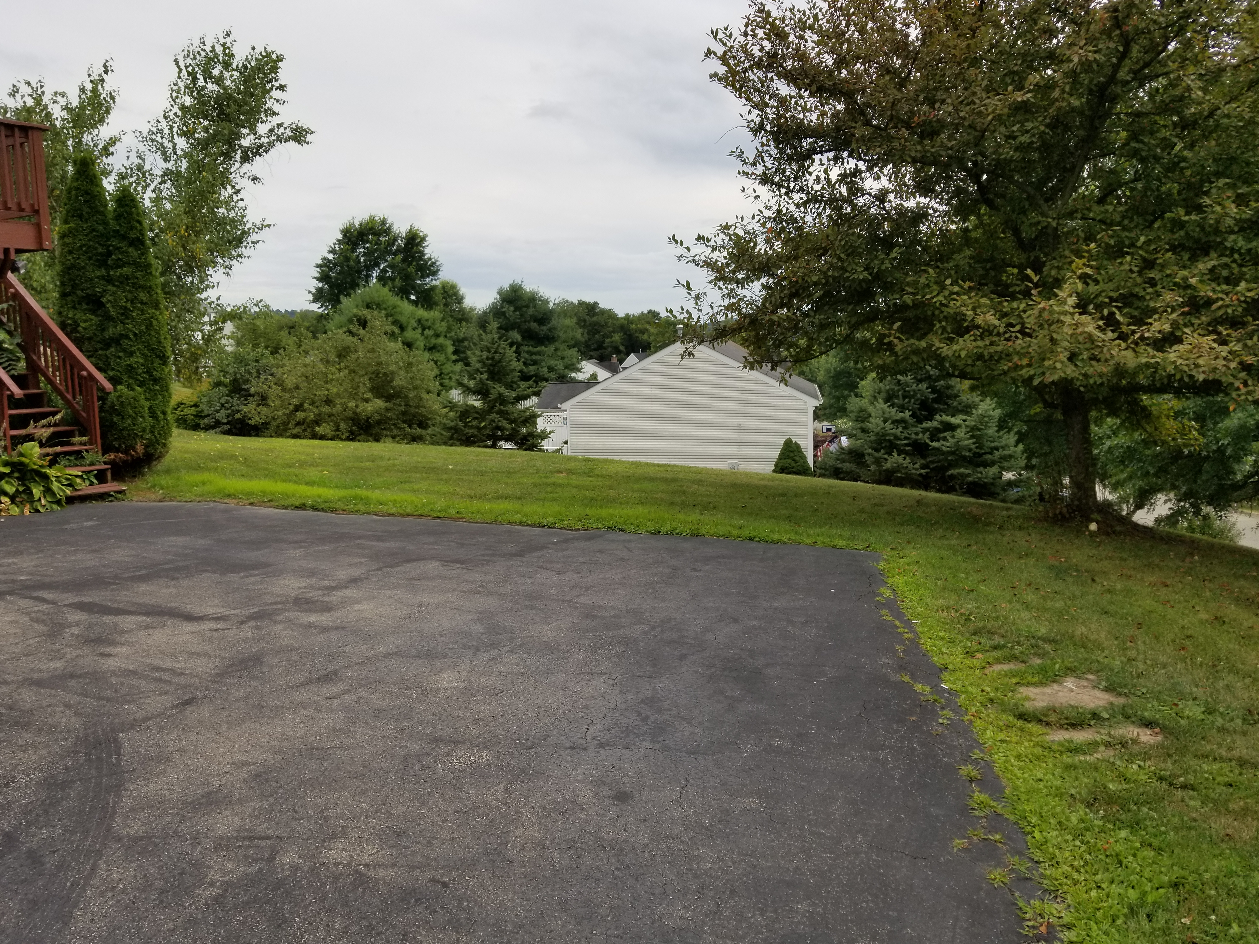 Photo of 1044 Meadowbrook Dr, Canonsburg, PA, 15317