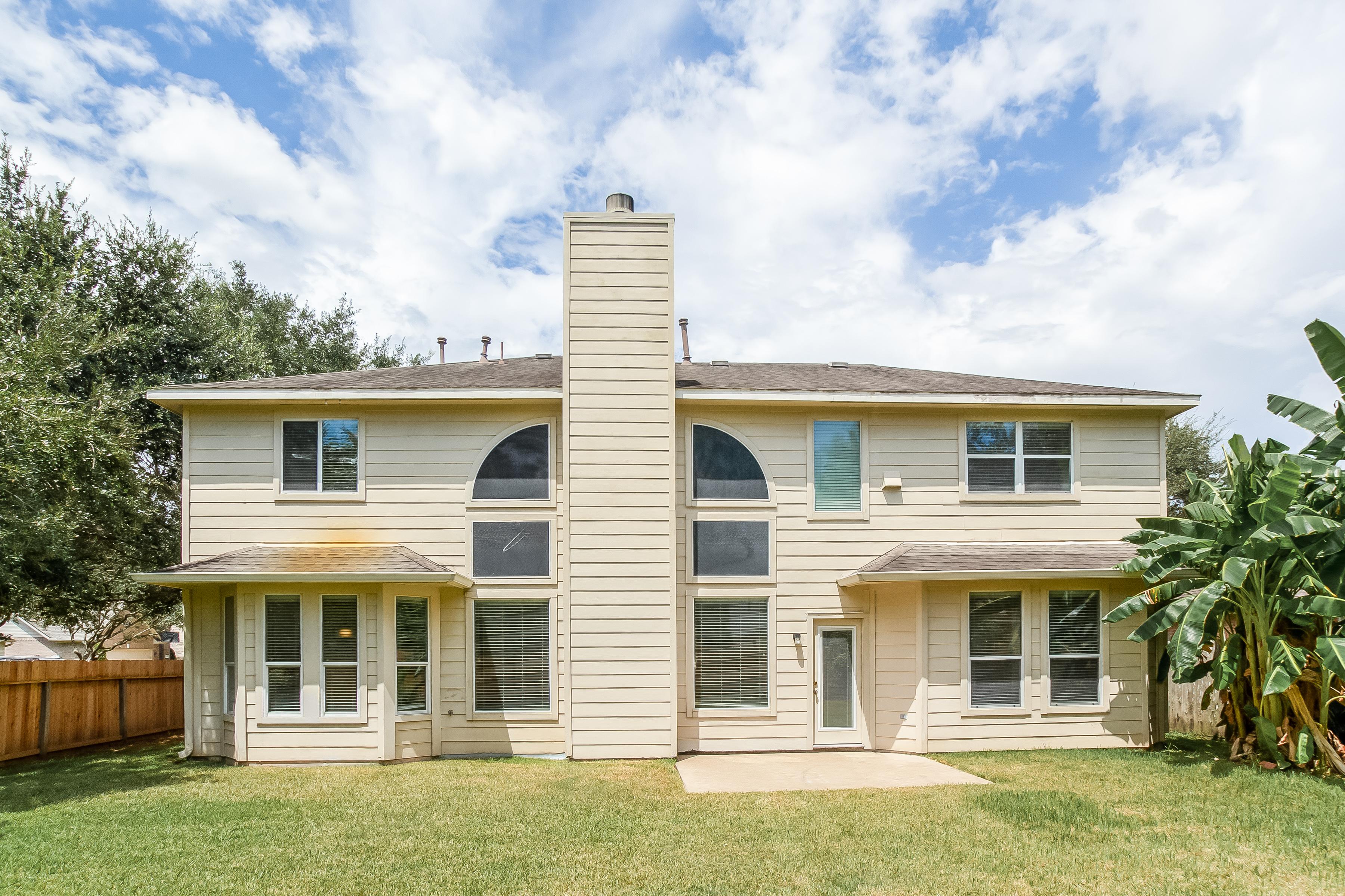 Photo of 10402 Five Oaks Court, Missouri City, TX 77459