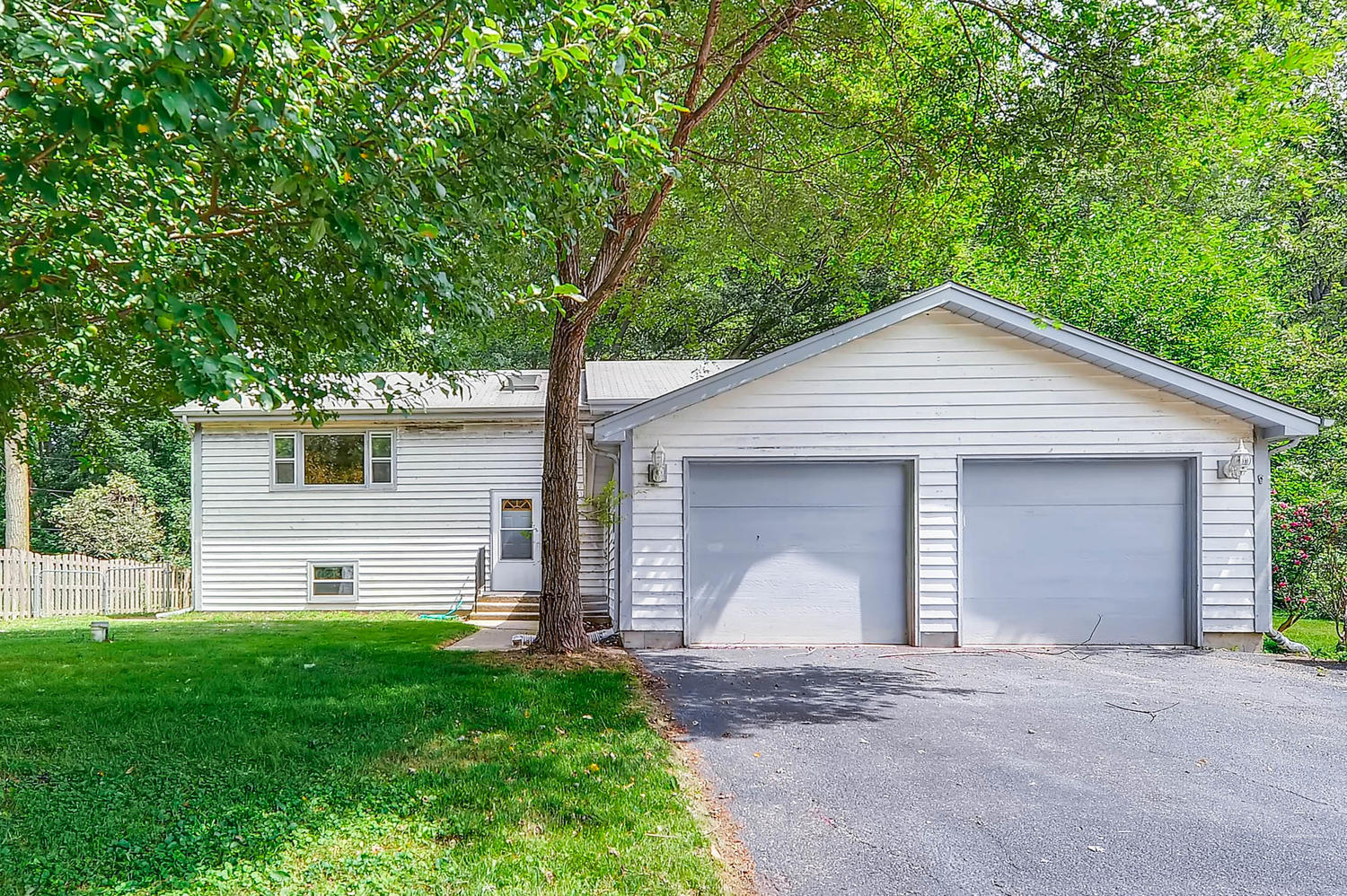 Photo of 332 Hollywood Terrace, Lakemoor, IL 60051