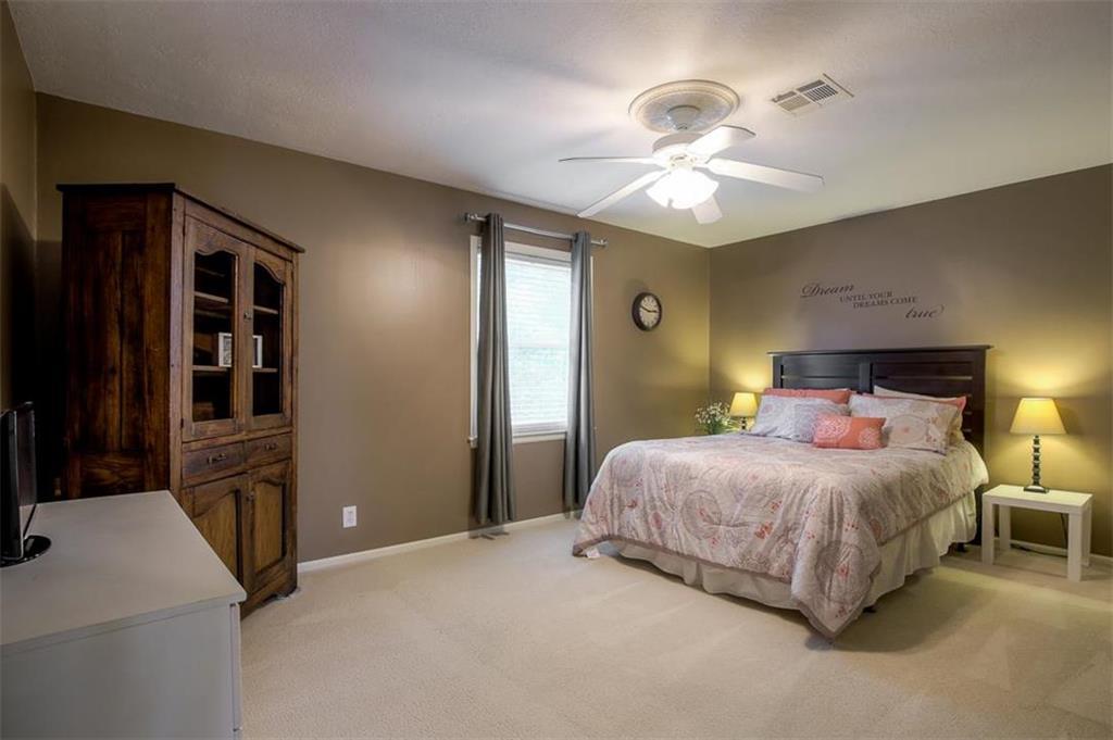 Photo of 11911 Cherokee Lane , Leawood , KS , 66209