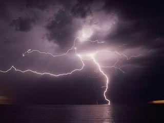 Lightning-over-water_270_600x450