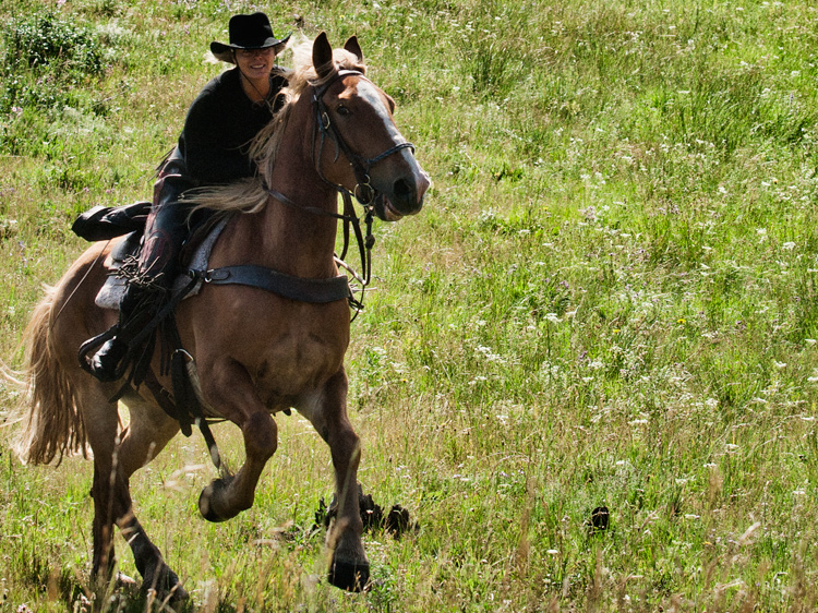 Frederikke riding a horse in Yellowstone Park, Montana