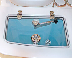Acrylic Livewell Lid with Hinges, Gas Shock and Latch