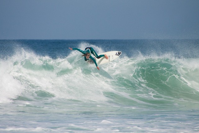 The best deals with licensed surfschools in the area
