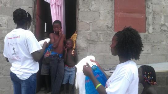 Imagine No Malaria volunteeres