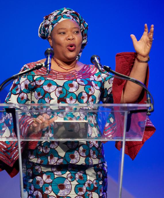 레이마 그보위가 총회에서 연설중이다. 그녀는 여성의 평화 운동을 이끌어, 2003년에 리베리아에서 내전을 종식시킨 공로로 2011년에 노벨 평화상을 수상하였다. Photo by Paul Jeffrey for United Methodist Women.