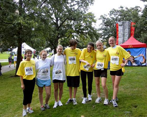 2009년 5K 마라톤대회를 준비하고 있는 청소년들. UMNS web-only photos courtesy of the New York Annual Conference.