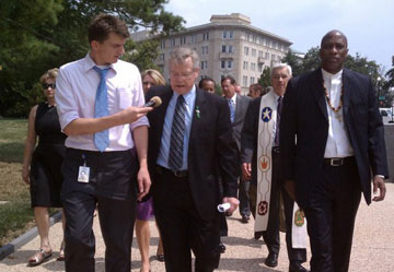 The Rev. Bob Edgar (center) walks to the U.S. Capitol to raise his voice on behalf of the poor and vulnerable as Congress debates budget cuts in this 2011 file photo. A web-only file photo courtesy of Common Cause.