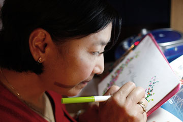 Rivera works on a painting in her Nashville home in this 2010 file photo. A UMNS photo by Ronny Perry.