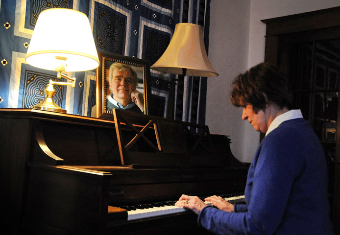 The Rev. Suzanne Field Rabb plays the piano at her home in Hawthorne, N.Y. A UMNS photo by John C. Goodwin.