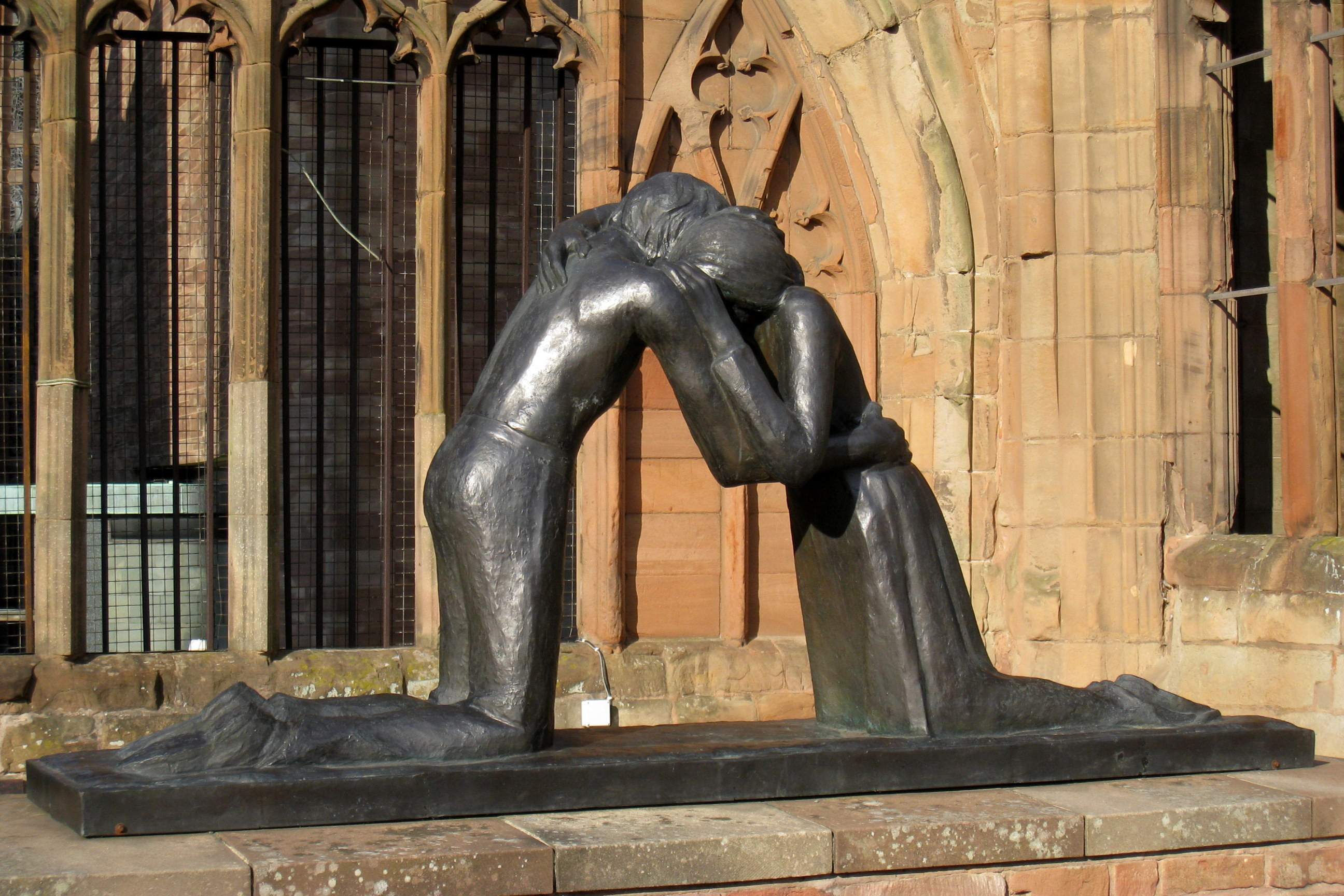 The sculpture Reconciliation by Vasconcellos.